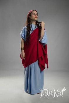 Ancient Roman tunic and palla www.etsy.com/ilfiorenero