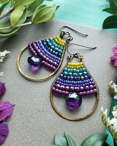 Beaded Amethyst Drop Earrings in Brass Green Teal Blue Seed Bead Jewelry, Wire Jewelry, Jewelry Crafts, Jewelry Art, Jewelery, Fashion Jewelry, Unique Jewelry, Wire Wrapped Earrings, Beaded Earrings