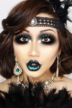 Looking for for ideas for your Halloween make-up? Navigate here for cute Halloween makeup looks. Cute Halloween Makeup, Halloween Makeup Looks, Halloween Kostüm, 1920 Halloween Costumes, Flapper Girl Costumes, Flapper Makeup, 1920s Makeup Gatsby, Roaring 20s Makeup, 1920 Makeup