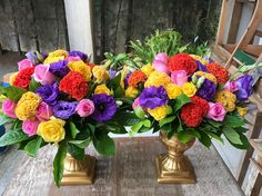 """Fabi Borgheresi Eventos (@fabiborgheresi) no Instagram: """"Super colorido! Mix de cores e flores. Um pedido super especial. #arranjosflorais #flores…"""""""
