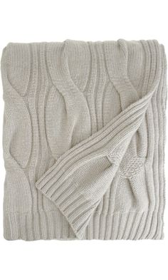Would love to find a pattern to knit this! | 10 Cuddly Cable Knit Throws