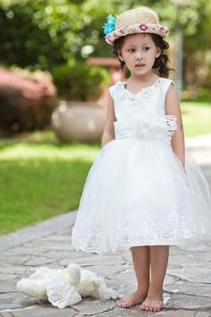 Fashionable A-line V-neck Knee-length  Satin and Tulle Lace Appliques Handmade Flowers Flower Girl Dress FAL0181-G