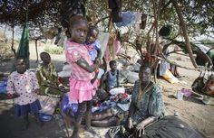 Samen met het speciale noodhulpteam van het International Rescue Committee (IRC) biedt Stichting Vluchteling noodhulp aan Soedanese vluchtelingen in het Yida vluchtelingenkamp. De hulp is vooral gericht op vrouwen en meisjes. WIlt u meehelpen? Bekijk de checklist op www.vluchteling.nl/checklist.