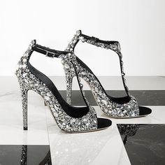 Make a dazzling entrance this #saturdaynight the #jimmychoo ROX sandals, encrusted in delicate Swarovski crystals.