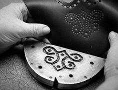 Budapester Lochmuster Stanzeisen Leather Working, Dog Tags, Dog Tag Necklace, Jewelry, Die Cutting, Mornings, Jewels, Schmuck, Jewerly