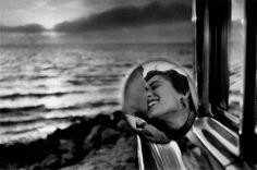 The Kiss   ©Eliot Erwitt 1955   www.elliotterwitt.com