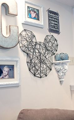 Wie man Schnur Mickey Wandkunst macht - SchlafsaalWie man Schnur Mickey Wandkunst macht , Things You Need for a Disney Dorm Room - Things You Need for a Disney Dorm Disney Diy, Casa Disney, Deco Disney, Disney Home Decor, Disney Crafts, Disney Room Decorations, Disney Wall Decor, Disney Mickey, Wall Decorations