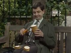 Mr Bean heads to the park for his lunch and makes his sandwich. Brilliant scenes with Mr Bean washing lettuce in his sock and making tea in. Mr Bean Memes, Blackadder, Cinema Theatre, How To Make Sandwich, Social Thinking, Movie Gifs, How To Make Tea, Best Youtubers, Funny Clips
