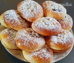 Moravské koláče - recept | Varecha.sk Hamburger, Bread, Food, Sweet, Basket, Candy, Brot, Essen, Baking