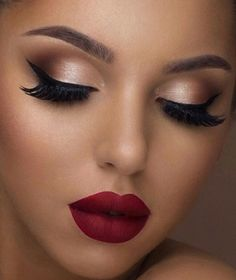 Holiday makeup looks; promo makeup looks; wedding makeup looks; makeup looks for brown eyes; glam makeup looks. Party Makeup Looks, Holiday Makeup Looks, Glam Makeup Look, Makeup Eye Looks, Glowy Makeup, Wedding Makeup Looks, Cute Makeup, Gorgeous Makeup, Pretty Makeup