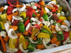 Lekker en gezond! Weinig calorieen ;) Groenten ovenschotel met gegrilde kip! Snij verschillde groenten naar keuze in grove stukken en leg deze in een bakblik/overschaal. Kruid ze naar smaak. Groenten zoals bloemkool, sperzieboontjes, broccoli en worteltjes eerst even voorkoken (10 min) Bak de gekruide reepjes/stukjes kip aan en verdeel dit over de groenten. Doe het geheel 25 min in de oven op 220 graden. Als je tomaten in je schotel wilt leg deze er dan de laatste 10 min bij.