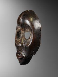 Dan mask | Virtual Tribal and Textile Art Shows Ivory Coast, Cattle, Textile Art, Horns, Beast, Dan, Skull, Artwork, Gado Gado