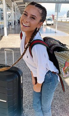 Camila Gallardo, Body Action, Wow 2, Curly Girl, Hair Goals, Spring Summer Fashion, Girl Hairstyles, Beautiful People, Summer Outfits