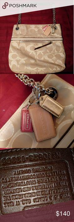 Coach Purse Shoulder Bag.... Completly Aithentic Beautiful Coach Bags Coach Bags Shoulder Bags