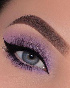 21 Bold Blue Makeup Looks Edgy Makeup, Makeup Eye Looks, Eye Makeup Art, Dramatic Makeup, Cute Makeup, Eyeshadow Makeup, Purple Makeup Looks, Purple Eye Makeup, Beautiful Eye Makeup