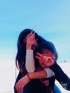 Friend Poses Photography, Teenage Girl Photography, Portrait Photography Poses, Girl Photography Poses, Cute Tumblr Pictures, Cool Girl Pictures, Girl Photos, Best Friends Shoot, Best Friend Poses
