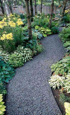15 DIY Garden Path Ideas for Backyard and Front yard - napier news Gravel Landscaping, Gravel Garden, Small Backyard Landscaping, Garden Edging, Gravel Walkway, Mailbox Landscaping, Walkway Garden, Flagstone Patio, Shady Backyard Ideas