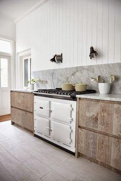 Nos encantan las cocinas de leña tradicionales, pero tal y como comenta Petit Candela no son reales para el tamaño de nuestras casas. ¿Qué os parece?