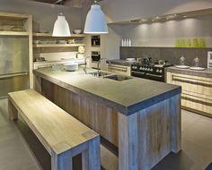 Bent u op zoek naar (massief) eiken houten keukens? Kom voor uw eikenhouten keuken naar Ekelhoff in Nordhorn! ✓ Topkwaliteit ✓ Nederlands advies ✓ Maatwerk