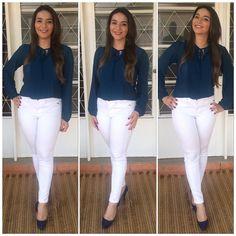 Fazendo a menina moça com blusa by Mamy. A combinação do branco com azul marinho (ou petróleo, nesse caso) é uma das minhas paixões . Calça @zara , blusa by Mamy e sapato @prigoncalves_boutiqueshoes .  #look #lookdodia #ootd