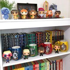 The Project of Doom – A Harry Potter Bookshelf Quilt Harry Potter Torte, Deco Harry Potter, Theme Harry Potter, Harry Potter Bedroom, Harry Potter Houses, Harry Potter Aesthetic, Harry Potter Books, Harry Potter Fandom, Harry Potter Display