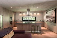 La cocina posee un diseño contemporáne y sobrio. - una ex hacienda en coahuila transformada en casa moderna