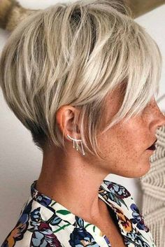 Hair Cuts If you are a self-respecting woman that wants to cut her hair short, you should check out the pixie cuts we prepared for you. Don't pass by . Thin Hair Haircuts, Cute Short Haircuts, Short Ladies Hairstyles, Layered Haircuts, Popular Short Hairstyles, Short Bob Hairstyles, Hairstyles Haircuts, Natural Hairstyles, Trendy Hairstyles