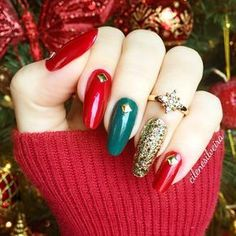 holiday nails of july Memorial Day Xmas Nails, Holiday Nails, Christmas Nails, Green Nail Art, Green Nails, Shellac Nails, Gold Nails, Manicure Delivery, Trendy Nails