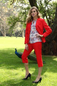 Nada más elegante y primaveral que este conjunto rojo. #PierreCardin