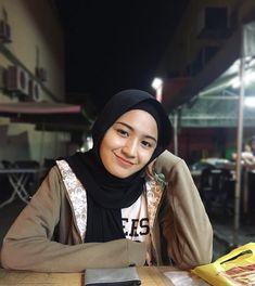 Ootd Hijab, Hijab Chic, Girl Hijab, Hijab Dress, Hijab Outfit, Muslim Fashion, Hijab Fashion, Asian Model Girl, Beautiful Muslim Women