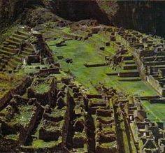 """Arquitectura Inca """"Las técnicas avanzadas de ingeniería y de trabajo fino de la piedra. El plano de sus ciudades estaba basado en un sistema de avenidas principales atravesadas por calles más pequeñas que convergían en una plaza abierta rodeada de edificios municipales y templos. Las estructuras eran de un solo piso, con un perfecto ensamblado de piedras talladas; también se usaban ladrillos de adobe y paja en las regiones costeras."""" Inca, City Photo, Vineyard, Plaza, Adobe, Outdoor, Temples, Sewage Treatment, Seaside"""