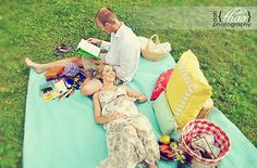 a picnic themed maternity session in the park - donthaophotography.com