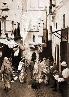 """Une rue de la Casbah"".  Albumen print, ca 1900"