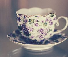 Tea cup My Grammy loved violet chin and was grew many beautiful violets Sweet Violets, China Tea Cups, Teapots And Cups, Tea Service, My Cup Of Tea, Chocolate Pots, Tea Cup Saucer, High Tea, Afternoon Tea
