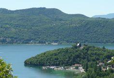 La baie de Châtillon et le lac du Bourget, en Chautagne. A découvrir avec les Guides du Patrimoine des Pays de Savoie http://www.gpps.fr/Guides-du-Patrimoine-des-Pays-de-Savoie/Pages/Site/Visites-en-Savoie-Mont-Blanc/Savoie-Propre/Avant-Pays-savoyard/Yenne