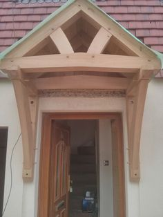 Porch in green oak Outside Canopy, Porch Canopy, Door Canopy, Porch Hood, Front Door Porch, Outdoor Pergola, Diy Pergola, Awning Over Door, Beam Structure