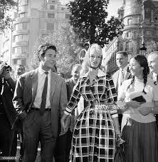 Brigitte Bardot and Jacques Charrier. Would you guess that she was 6 months pregnant here ? Brigitte Bardot, Bridget Bardot, Paul Poiret, Jeanne Moreau, Tennessee Williams, Josephine Baker, James Joyce, Marlon Brando, Olympia