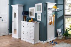 Dielenschrank »Nadja« im modernen Landhaus-Stil. Mit dekorativen Fräsungen und Rahmenoptik. Aus FSC®-zertifizierter, massiver Fichte und MDF, weiß gewachst. Mit einer Spiegeltür. Hinter der Tür ein Ablageboden und eine ausziehbare Kleiderstange aus Metall. Maße (B/T/H): 67/40,5/189 cm.   In folgender Farbe erhältlich:  Korpus/Front: weiß gewachst, Farbe Griffe: messingfarben,  Details:  1 Tür, ...