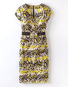 Discover our wide range of dresses for women at Boden, from smart day dresses to partywear. Shop quality British fashion in bold colors, styles, and prints. Petite Dresses, Modest Dresses, Dresses For Sale, Dresses For Work, Summer Dresses, Dress Outfits, Fashion Outfits, Womens Fashion, Smart Day Dresses