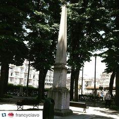 Obelisco che segnala il passaggio del 45 esimo parallelo
