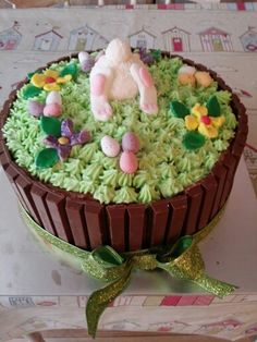 Easter chocolate cake with sweets in the middle Chocolate Easter Cake, Middle, Birthday Cake, Sweets, Cakes, Desserts, Food, Tailgate Desserts, Gummi Candy