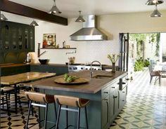 Nice spacious kitchen.  Also like the tiles and deep green/ teal island.  - Sköna hem