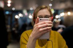 Sosiaalisessa mediassa ei tarvitse sitoutua olemaan läsnä samalla tavalla kuin kasvokkain kohdatessa. Aktiivisuus ei ole välttämättä aitoa. #YLE #some #viestintä