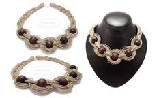 Linen necklace with wooden spheres.