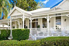 my dream home - Cooloola, Rockhampton, QLD. I adore this house with all its renovations. The colours used are beautiful. Queenslander House, Weatherboard House, Beautiful Interiors, Beautiful Homes, Front Verandah, Front Porch, Porch Trim, Front Doors, Bungalow