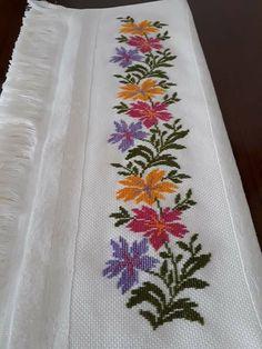 Cross Stitch Borders, Cross Stitch Art, Cross Stitch Flowers, Cross Stitch Designs, Cross Stitching, Cross Stitch Embroidery, Hand Embroidery, Cross Stitch Patterns, Crochet Pillow Cases