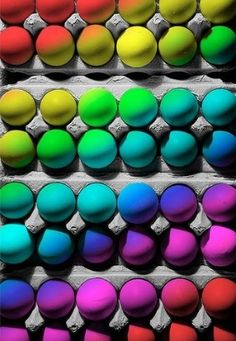 Great way to colour eggs! www.bagnodesignglasgow.com www.facebook.com/bagnoglasgow @BAGNODESIGN Glasgow