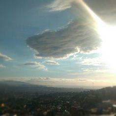 Por muy densa que sea la nube, el sol puede atravesarla, por muy larga que sea la tempestad, la calma siempre llega tras ella...