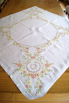 VINTAGE IRISH LINEN HAND EMBROIDERED TABLECLOTH Flowers & Scrolling Leaves #T46 in Antiques, Fabric/ Textiles, Linens | eBay