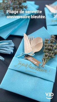 Diy Crafts Hacks, Diy Crafts For Gifts, Diy Home Crafts, Paper Crafts, Paper Napkin Folding, Paper Napkins, Christmas Napkins, Christmas Crafts, Diy Party Decorations